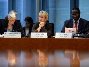 DBT Angelika Kohlmeier - Gabriela Heinrich im Menschrenrechtsausschuss