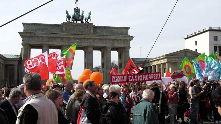 Equal Pay Day vor dem Brandenburger Tor
