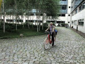 Gabriela Heinrich auf ihrem neuen Fahrrad
