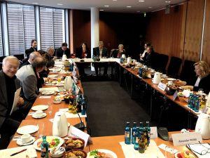 Parlamentarisches Frühstück zum Thema Wirtschaft und Menschenrechte