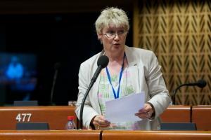 Gabriela Heinrich vor der Parlamentarischen Versammlung des Europarats