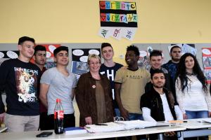 Besuch Gabriela Heinrich in einer Flüchtlingsklasse